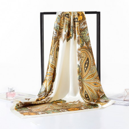 Foulard Style Carré De Soie Multicolore Sur Fond Blanc Cassé