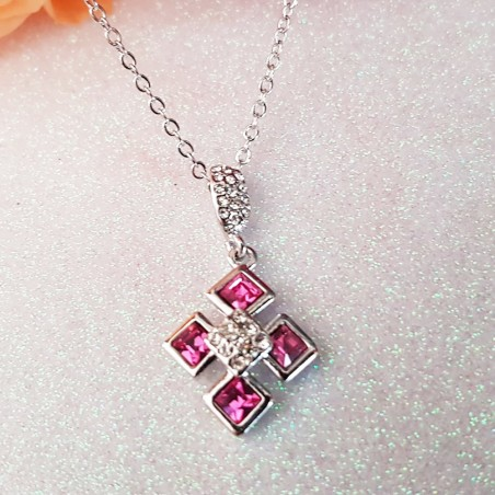 Collier Orné de Cristaux Rose Fushia